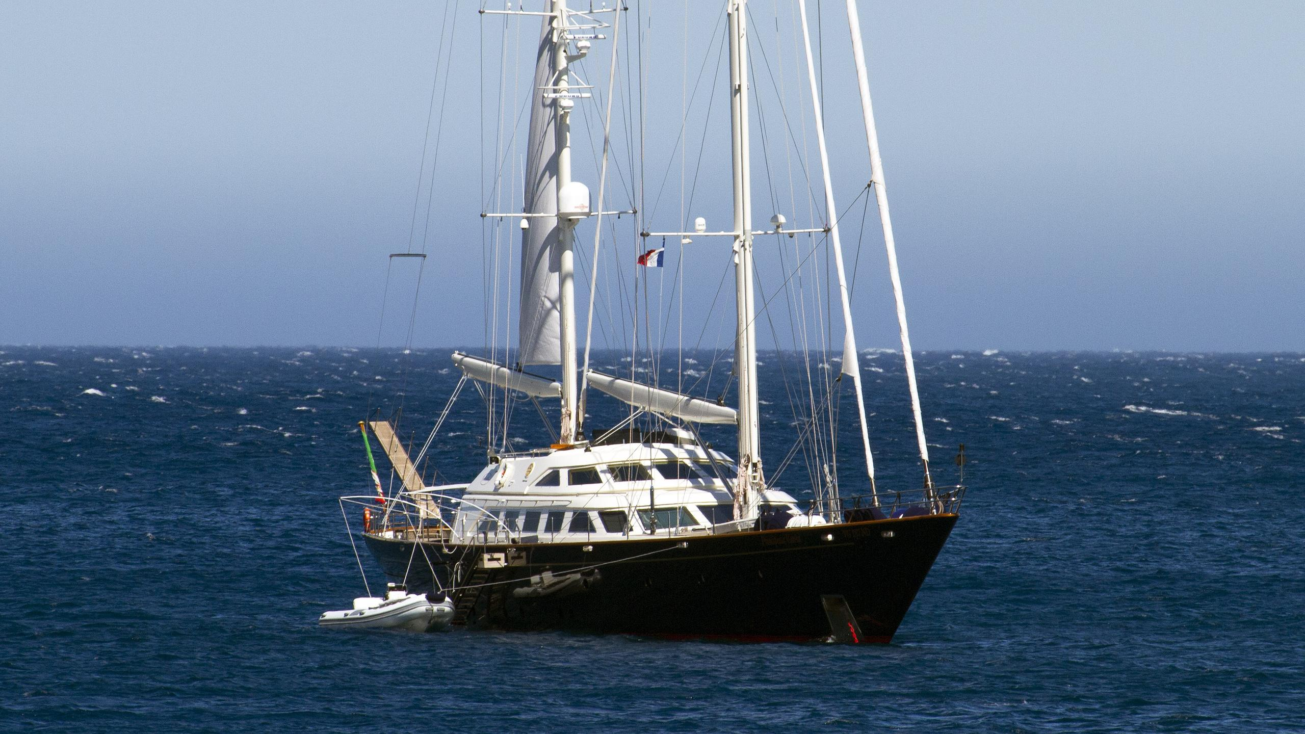 principessa-vaivia-sailing-yacht-perini-navi-1991-40m-half-profile