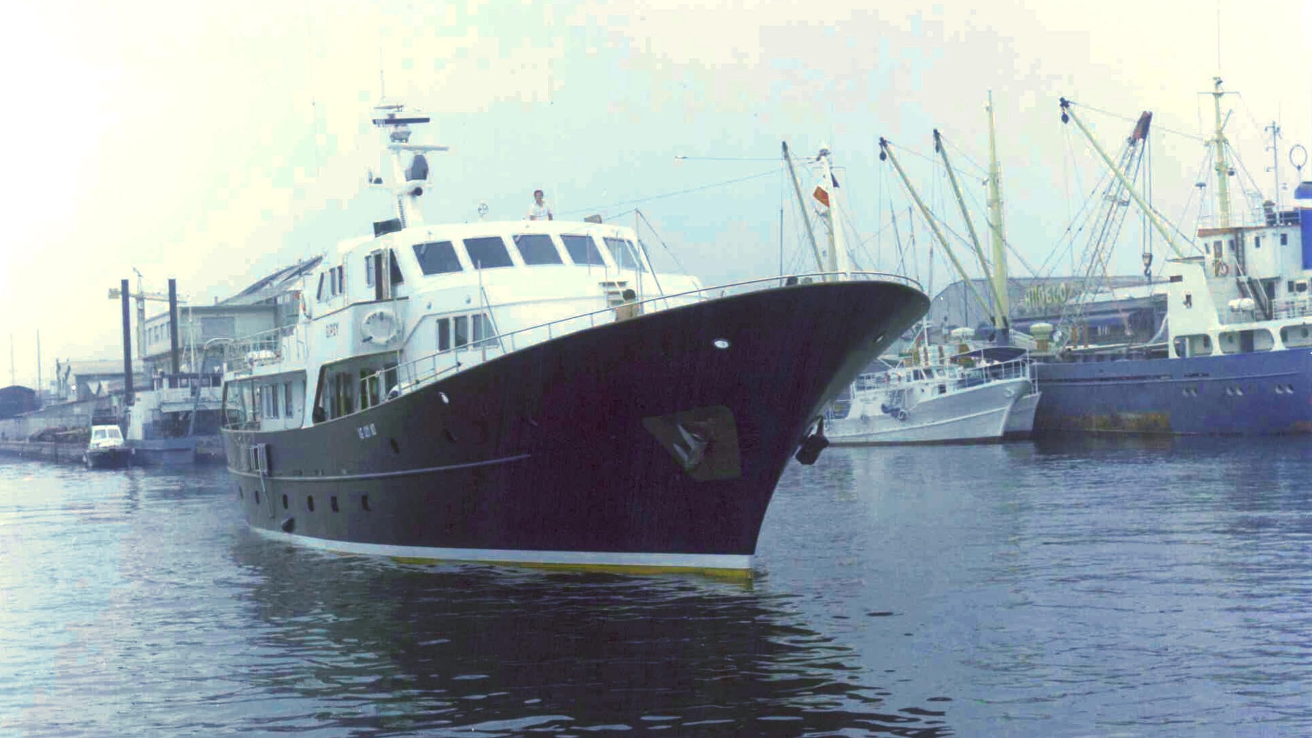 south-paw-c-motor-yacht-codecasa-1977-34m-half-bow