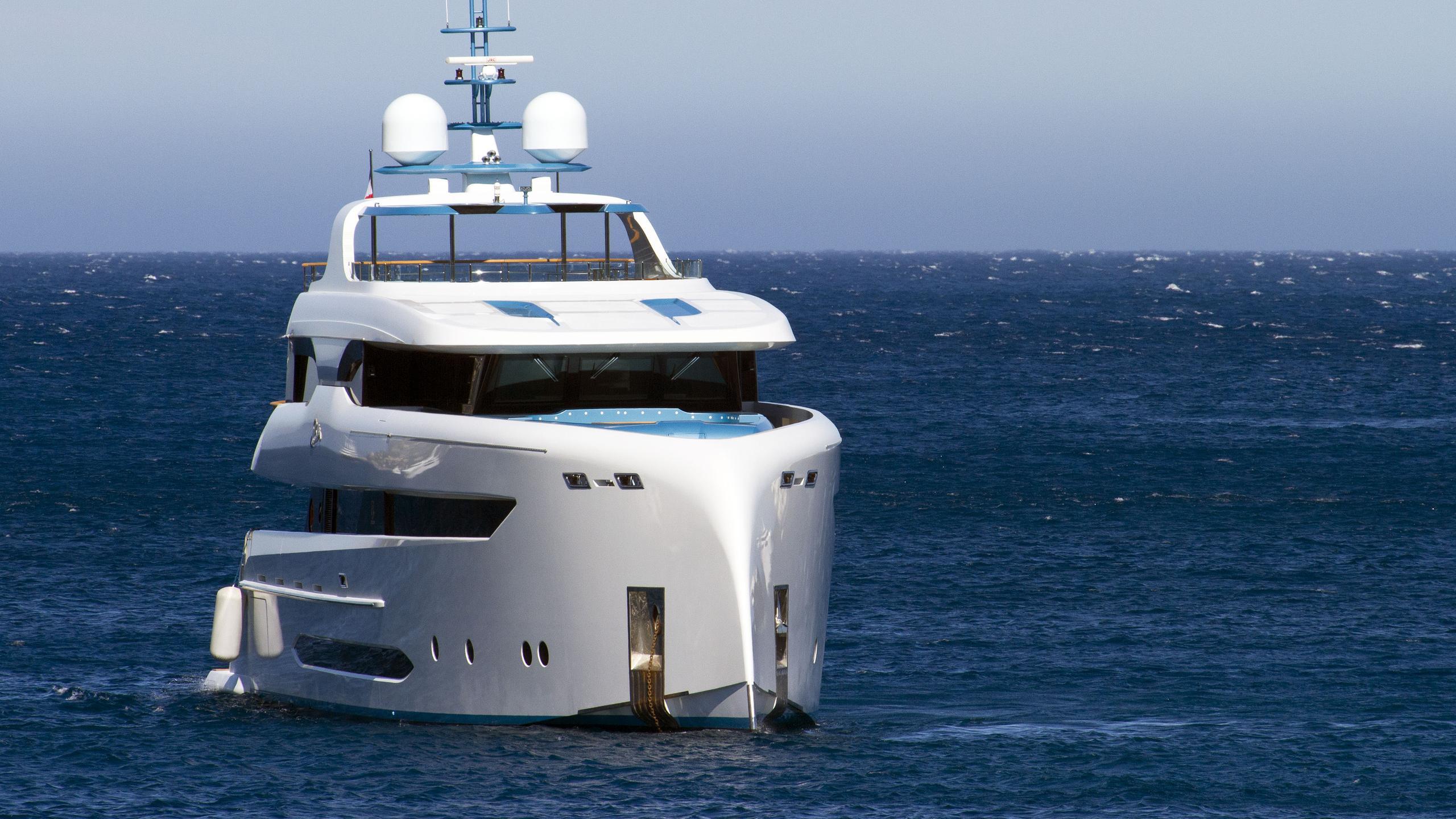 elada-motor-yacht-bilgin-2014-45m-bow