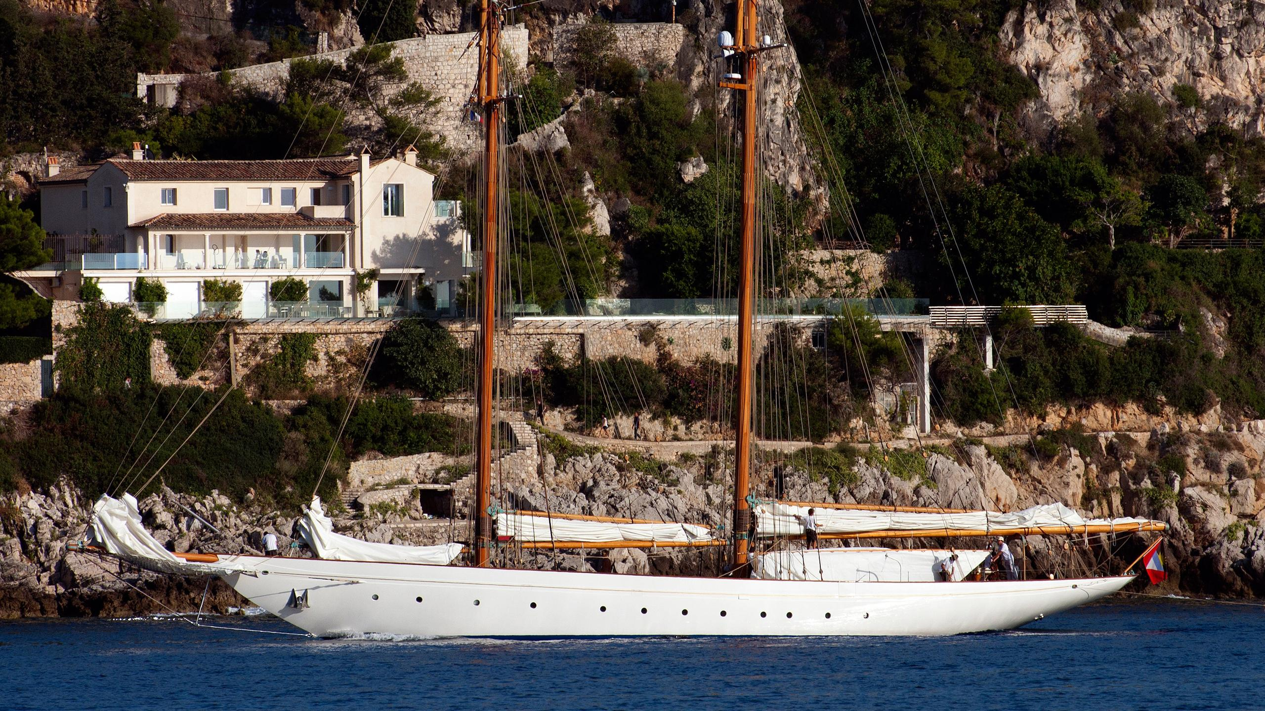 naema-sailing-yacht-graafship-2013-39m-profile