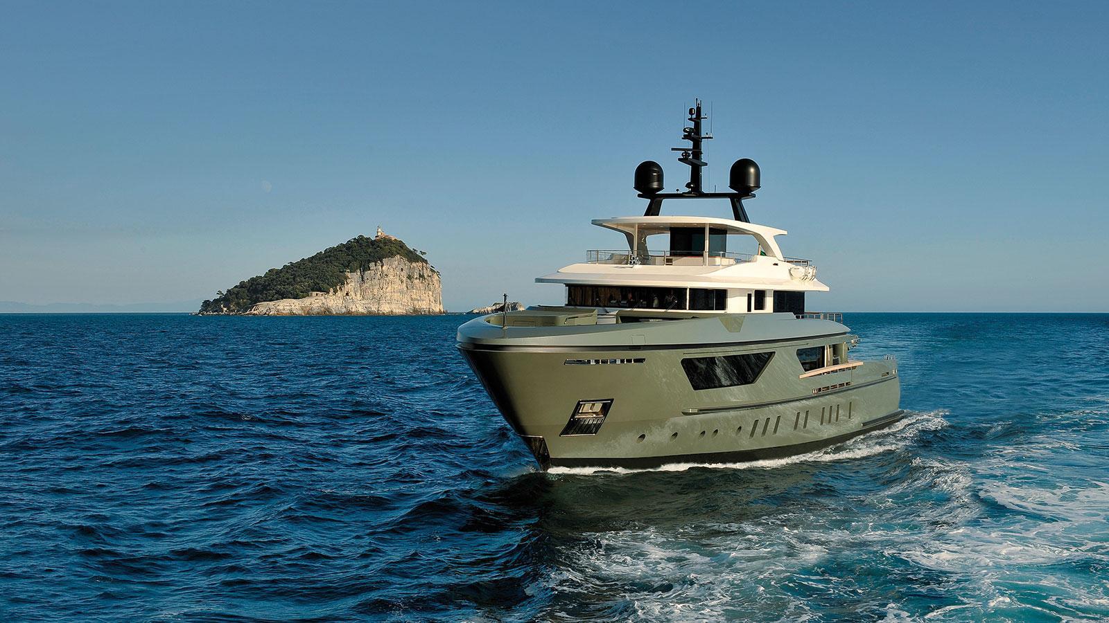 moka-expedition-motor-yacht-sanlorenzo-460-exp-2015-42m-cruising-bow