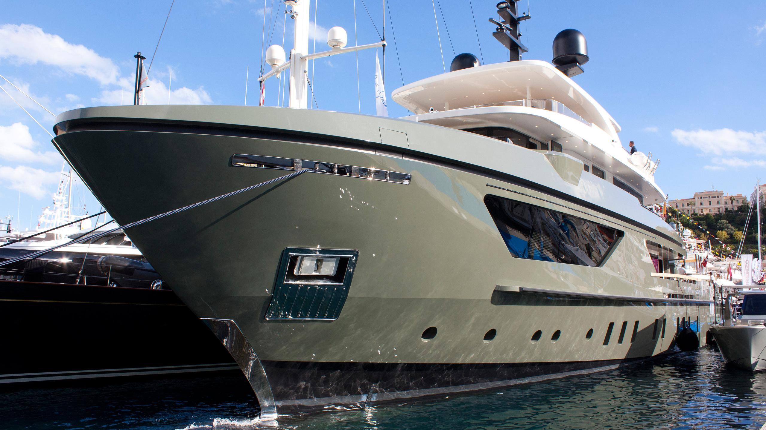 moka-expedition-motor-yacht-sanlorenzo-460-exp-2015-42m-bow-moored