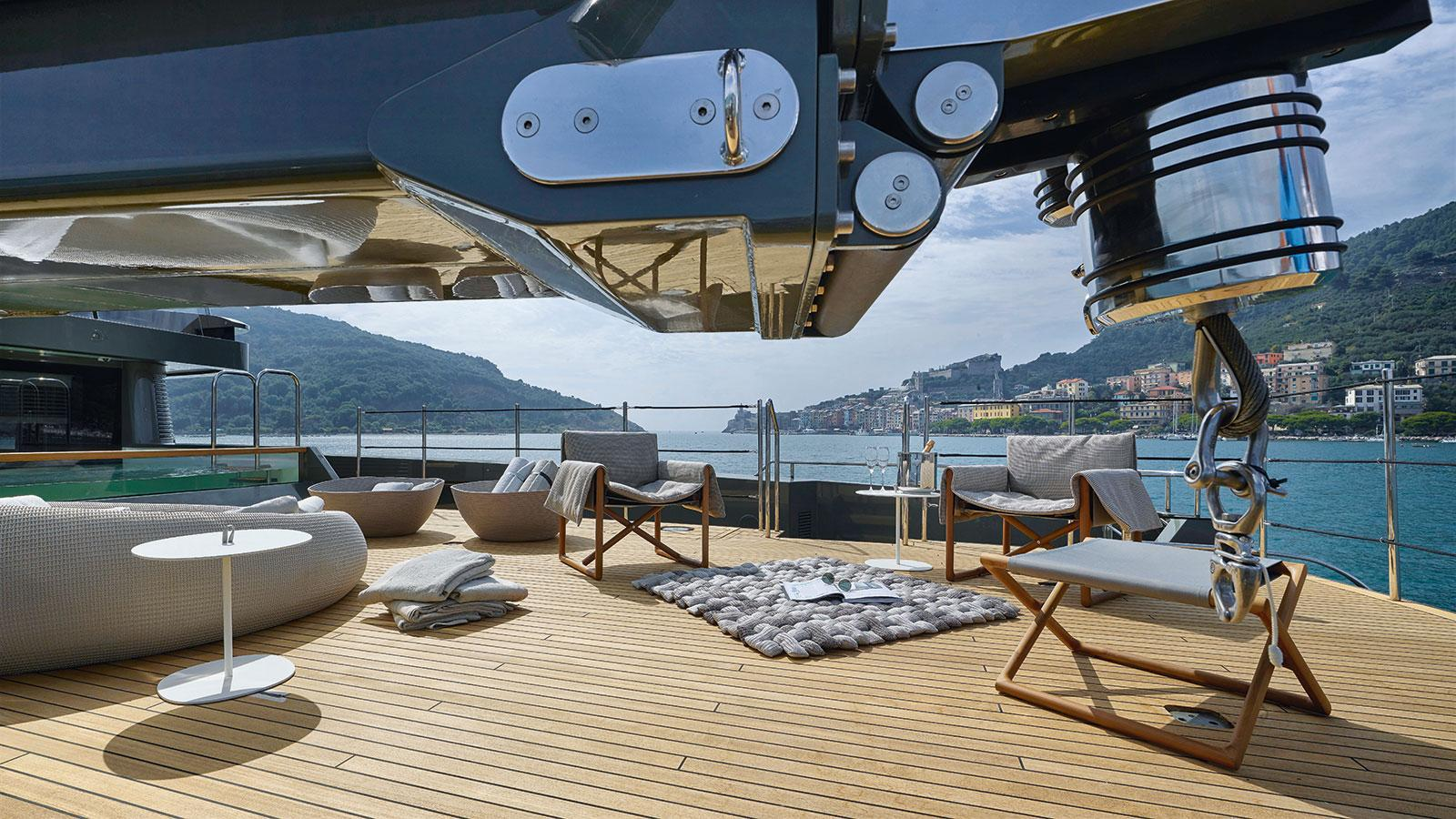 moka-expedition-motor-yacht-sanlorenzo-460-exp-2015-42m-aft-deck-crane