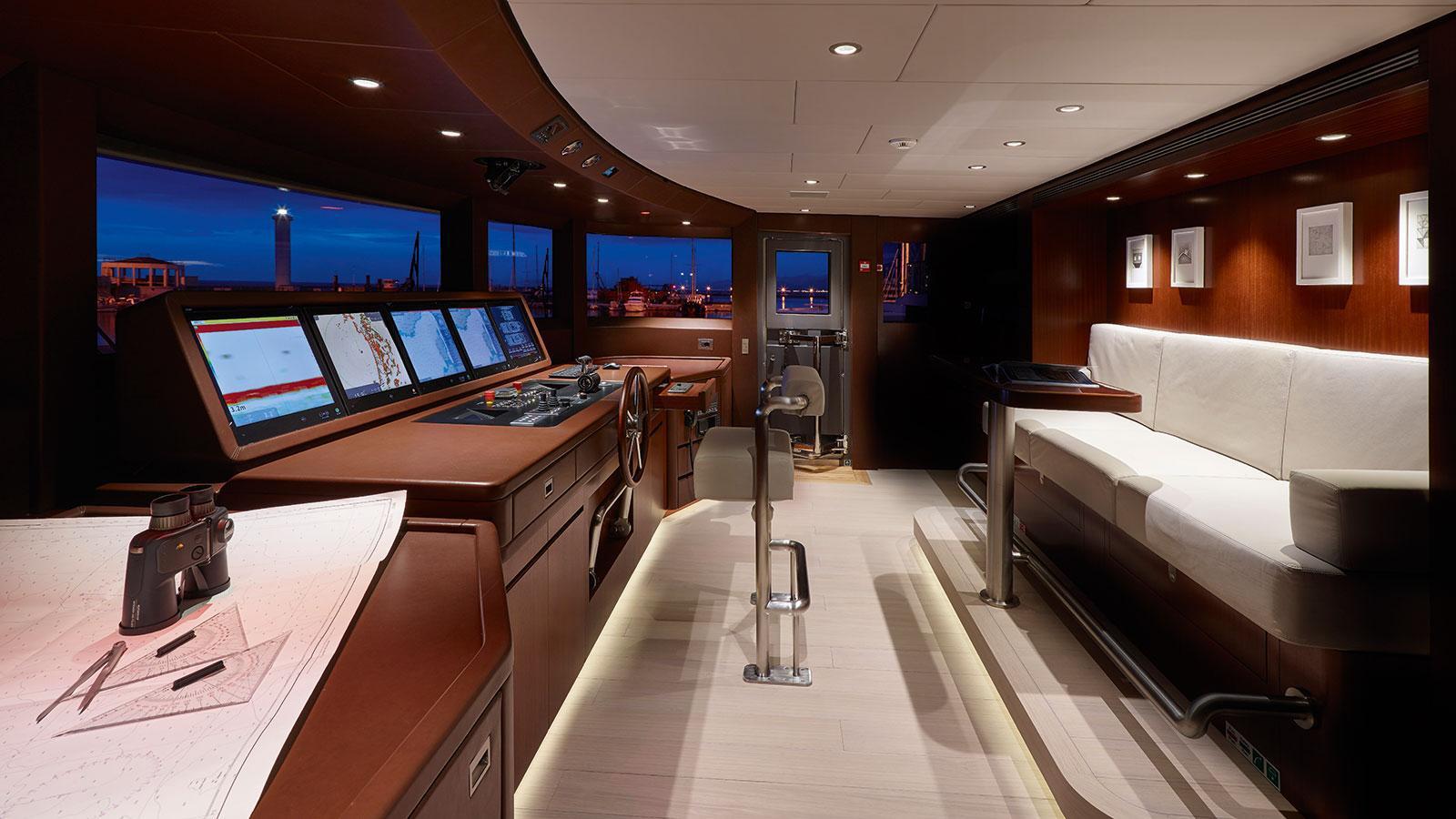 moka-expedition-motor-yacht-sanlorenzo-460-exp-2015-42m-bridge
