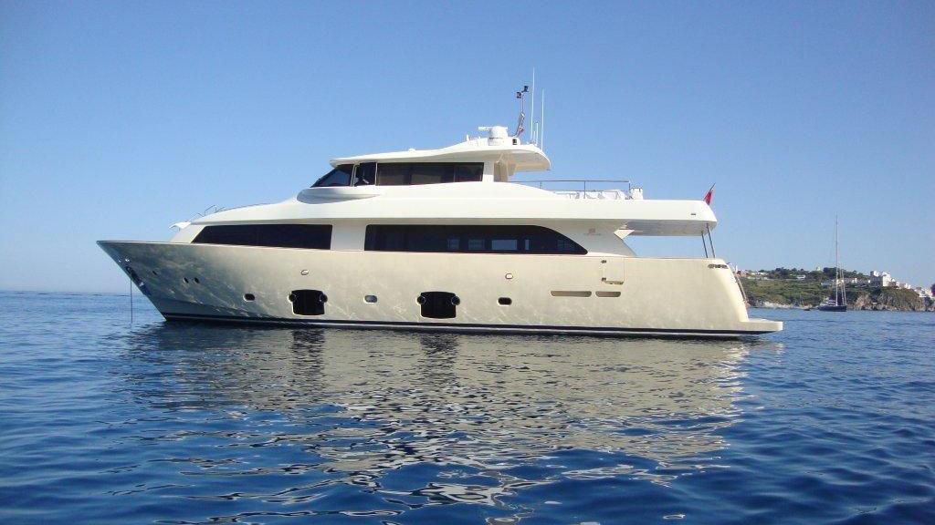 le-petit-bateau-motor-yacht-ferretti-custom-line-2010-26m-profile