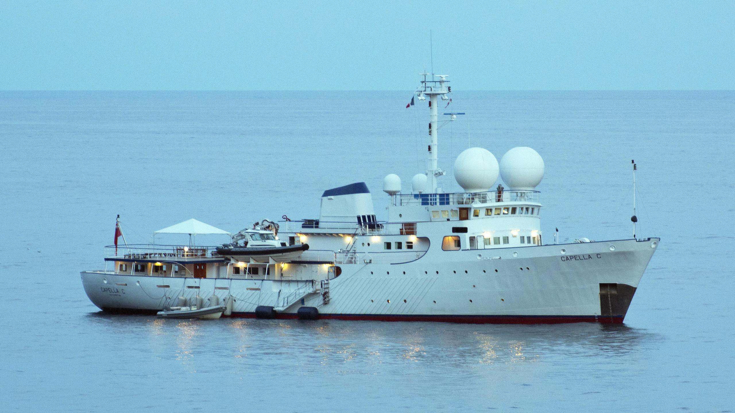 capella-c-explorer-yacht-scheepsbouwwerf-gebroeders-pot-1969-59m-half-profile