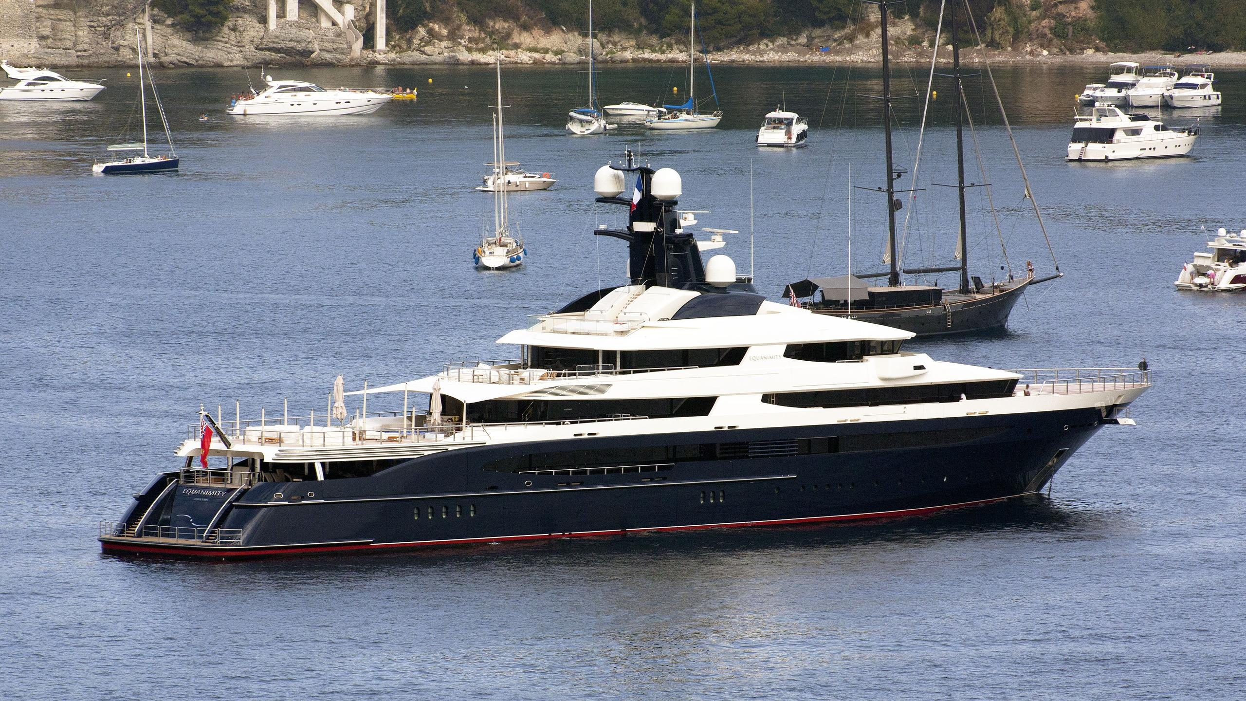 equanimity-explorer-yacht-2014-91m-half-stern