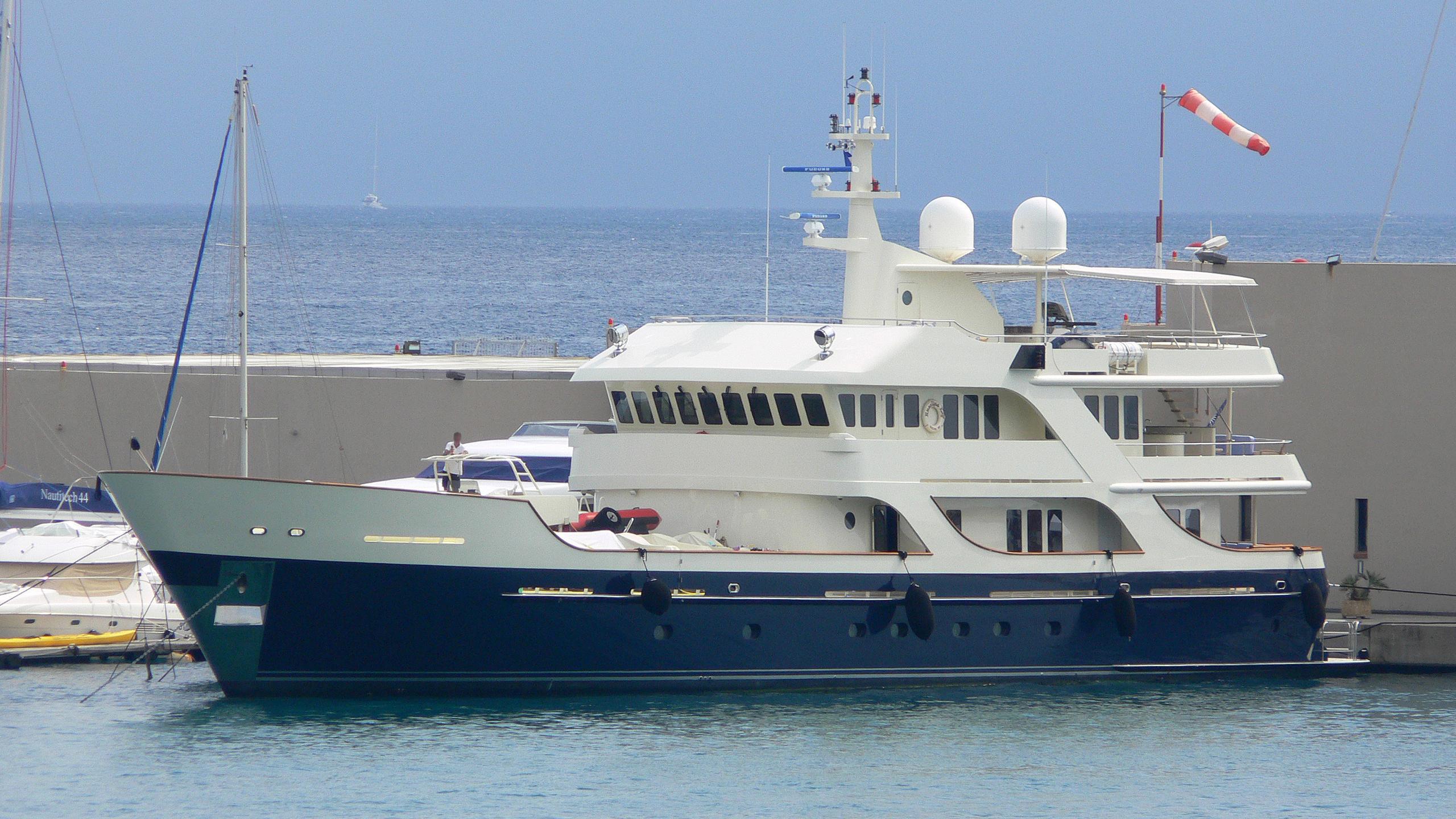 liberta-explorer-yacht-newcastle-marine-2007-42m-half-profile