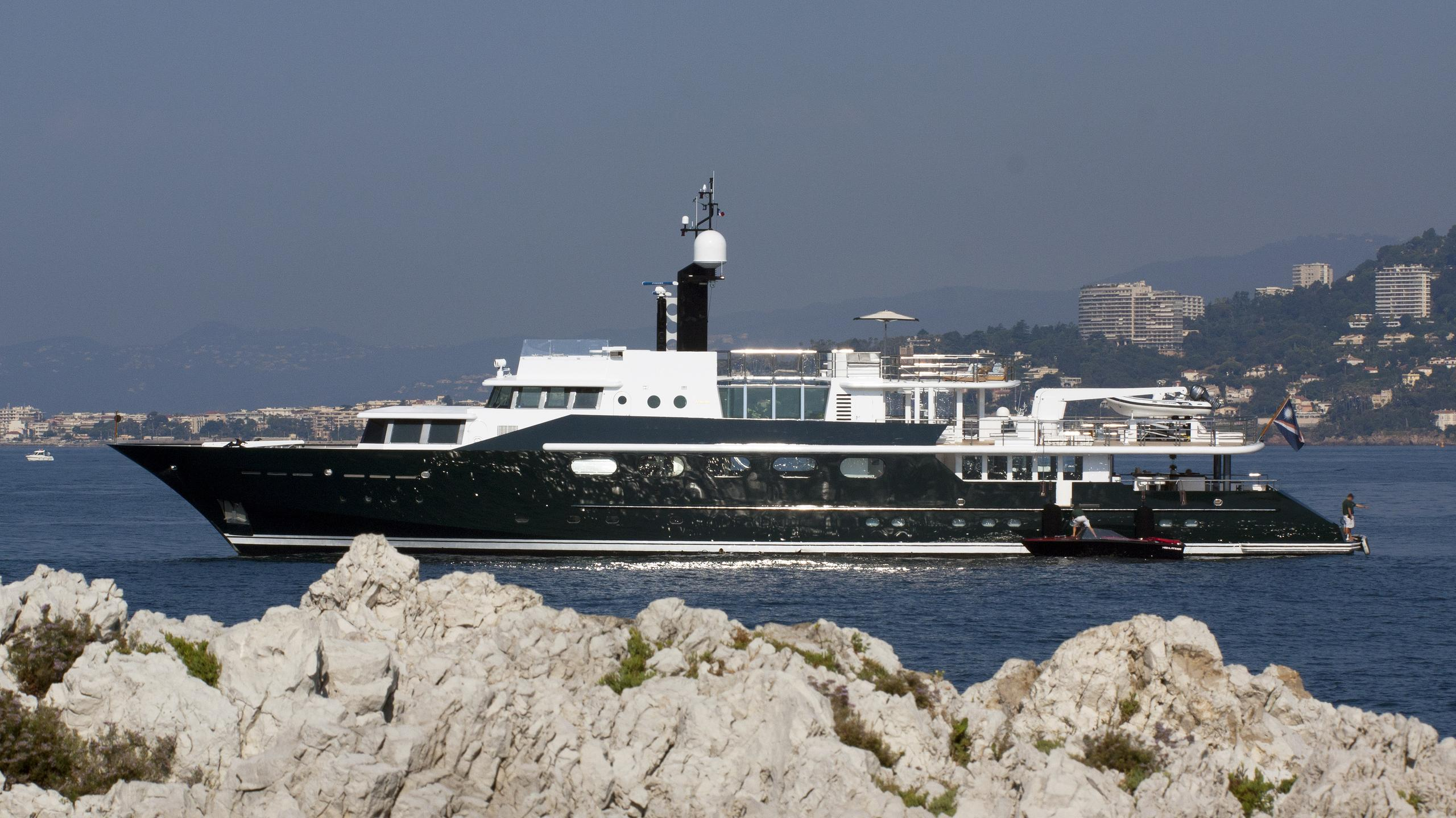 highlander-motor-yacht-feadship-1986-50m-profile
