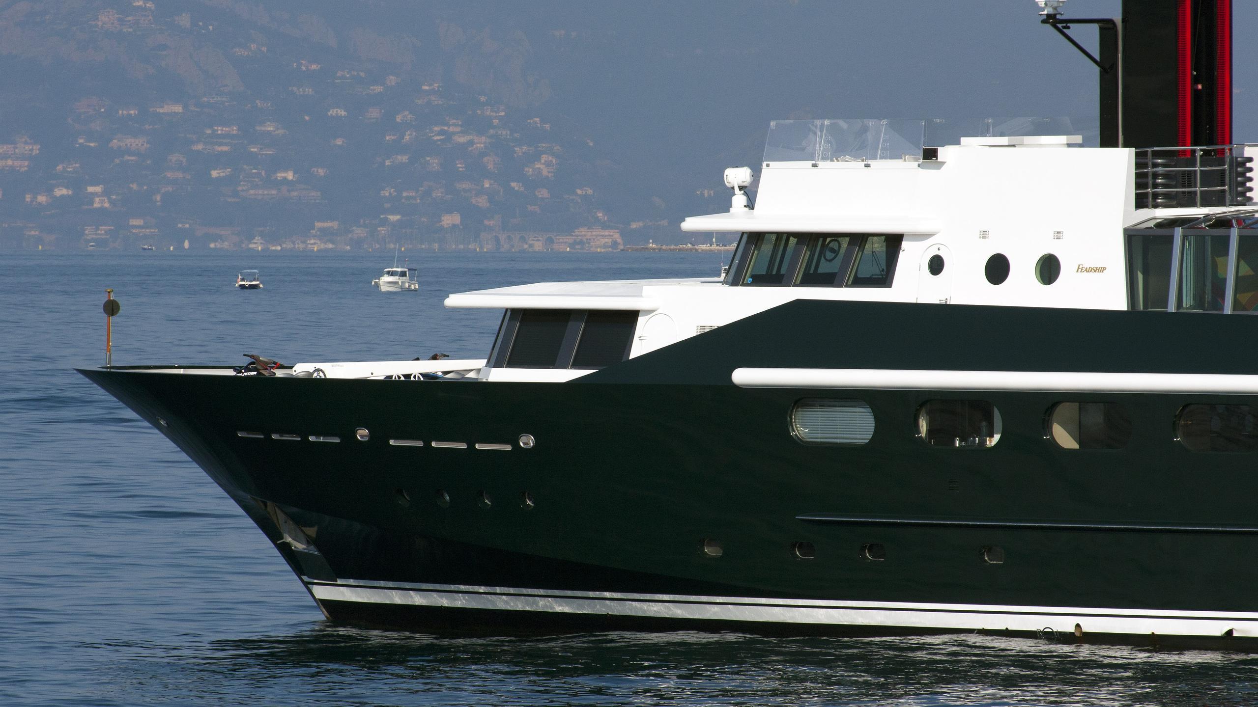 highlander-motor-yacht-feadship-1986-50m-bow-details