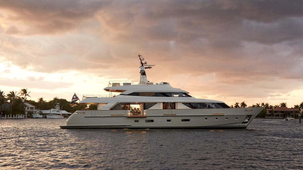 0-motor-yacht-sanlorenzo-2014-34m-profile-sunset