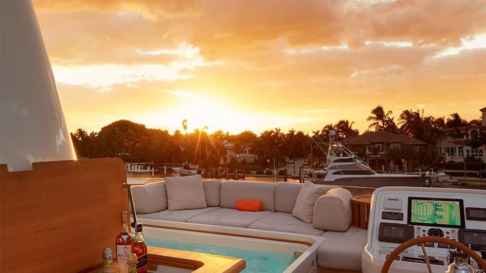 0-motor-yacht-sanlorenzo-2014-34m-deck-sunset