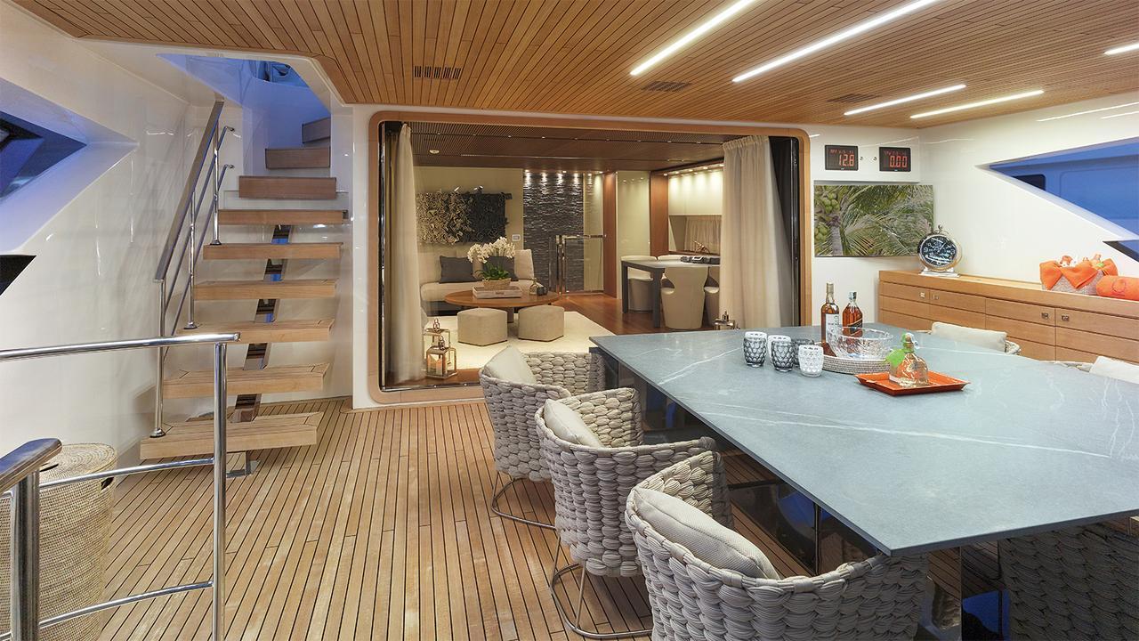 0-motor-yacht-sanlorenzo-2014-34m-covered-deck