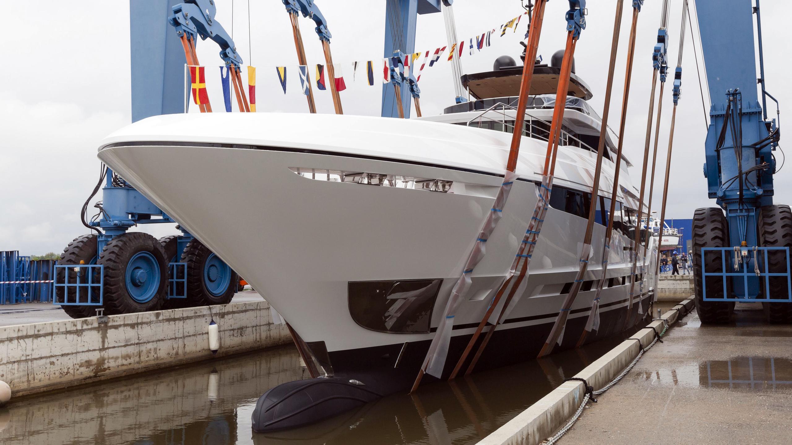 namaste motoryacht overmarine oceano 42 2016 43m launch half profile