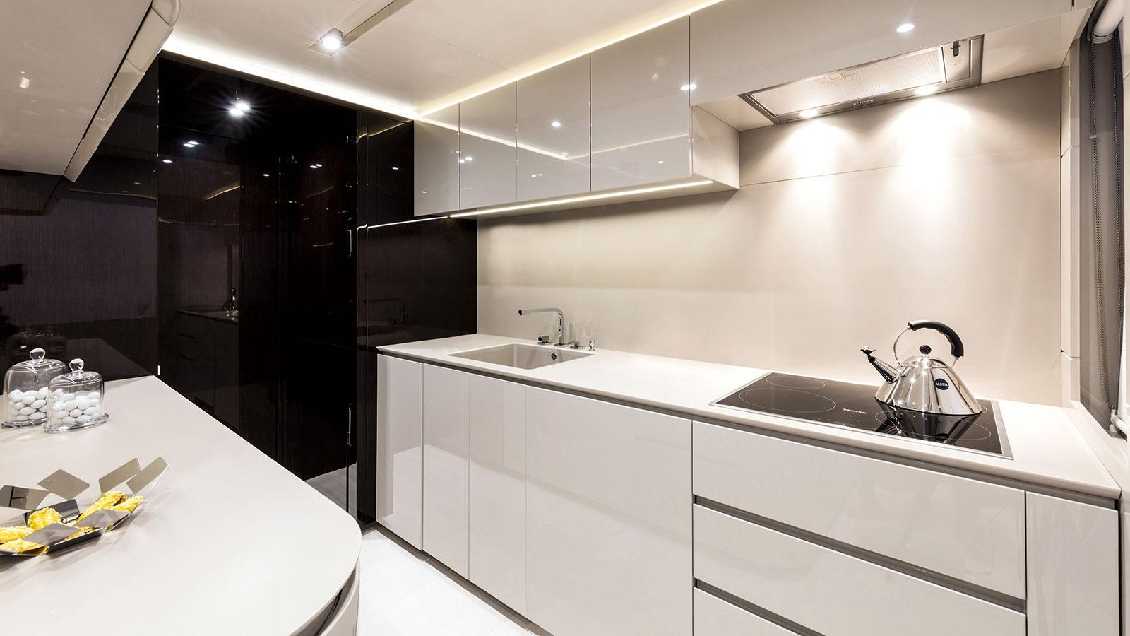 maryliz-motor-yacht-dl-2015-34m-galley