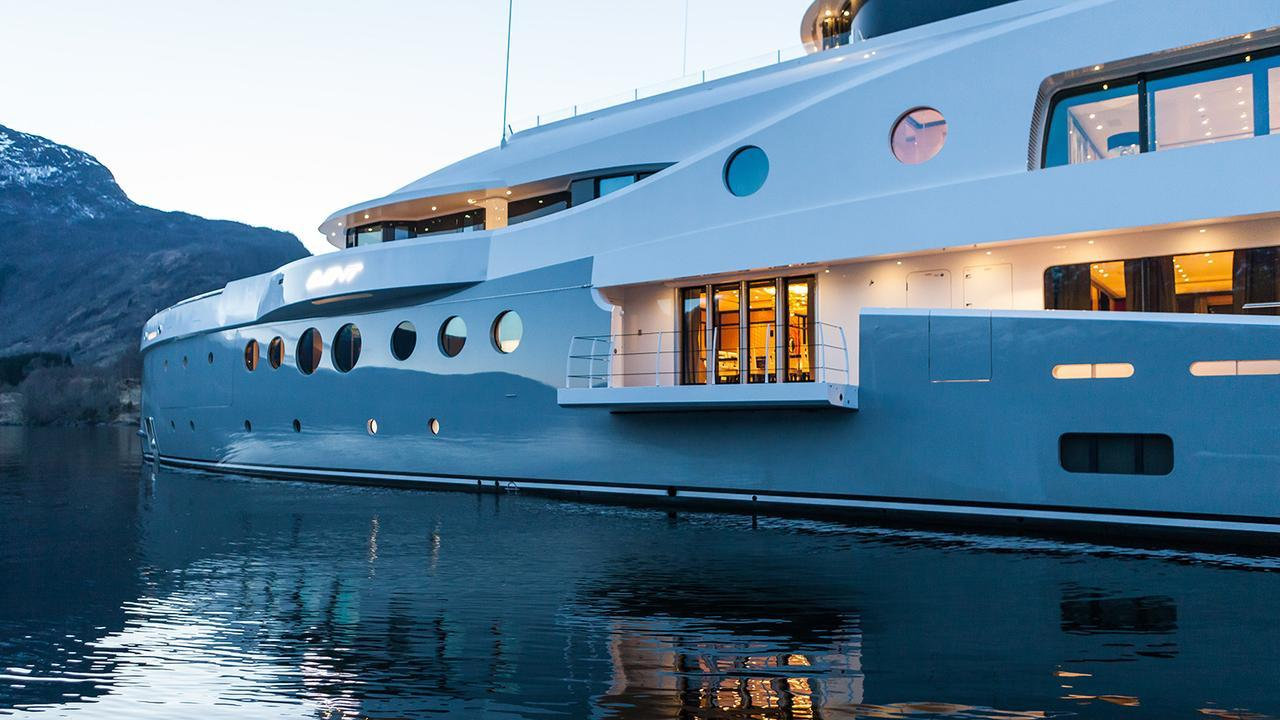 event-motor-yacht-amels-199-2013-62m-balcony