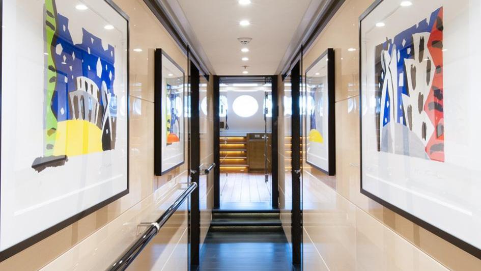 event-motor-yacht-amels-199-2013-62m-corridor