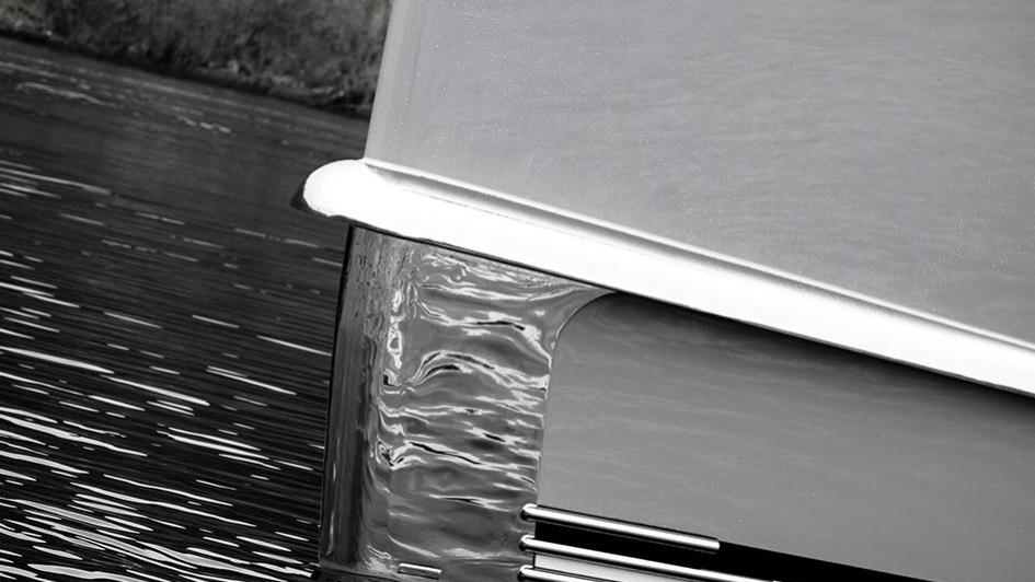 event-motor-yacht-amels-199-2013-62m-bow-detail