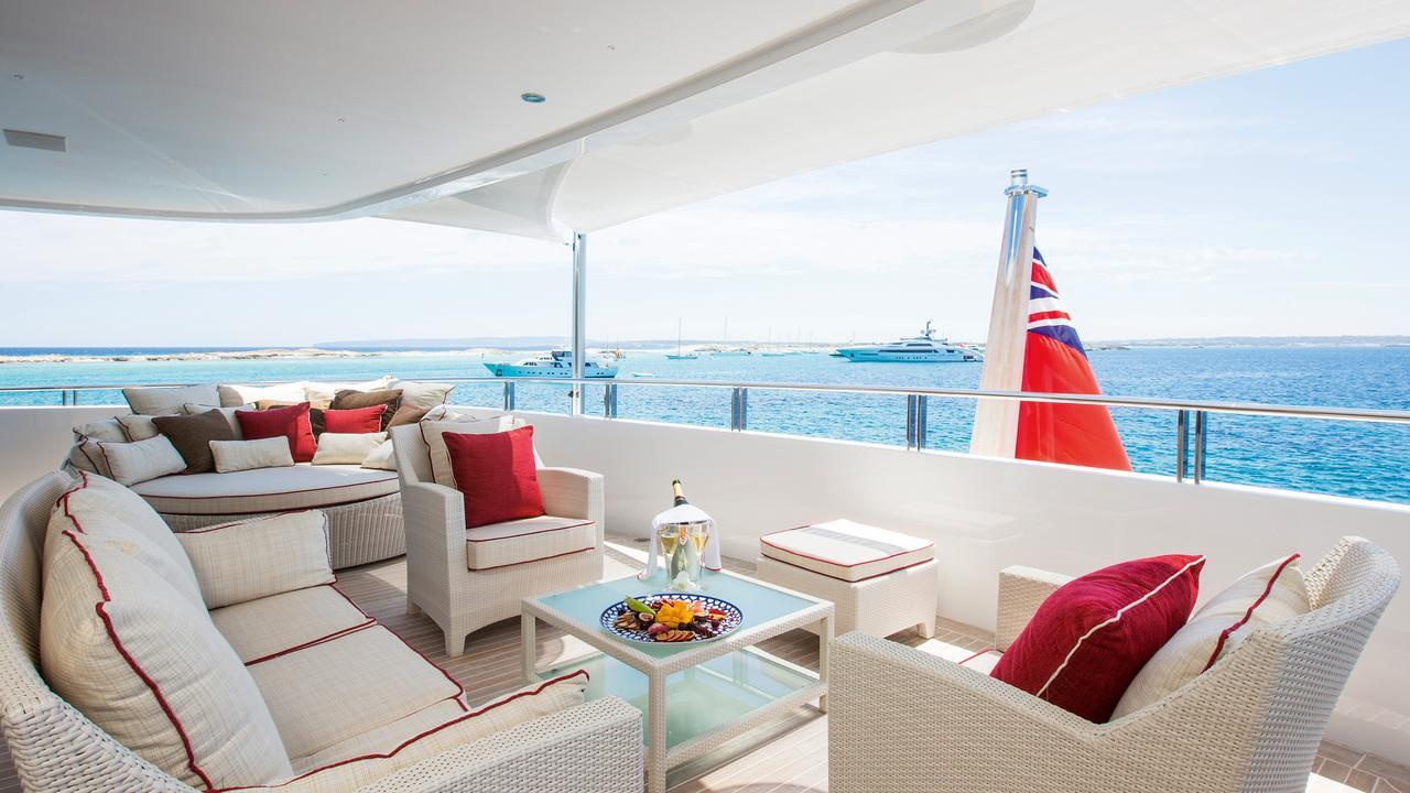 forever-one-motor-yacht-isa-2014-55m-aft-deck