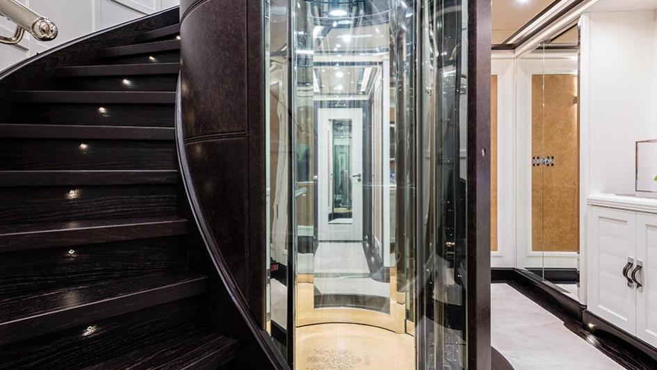 forever-one-motor-yacht-isa-2014-55m-lobby
