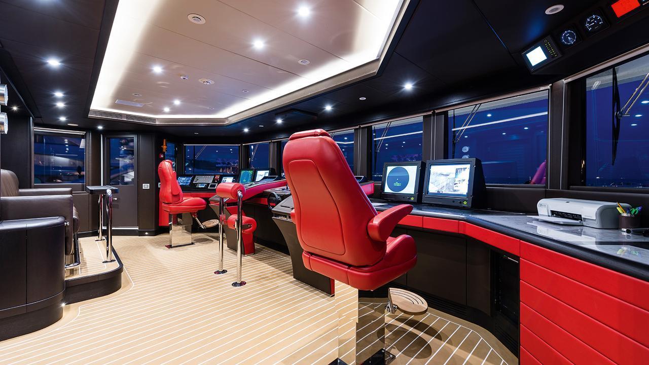 forever-one-motor-yacht-isa-2014-55m-bridge