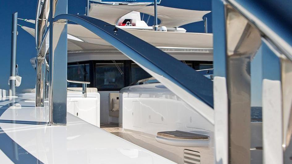 forever-one-motor-yacht-isa-2014-55m-detail-hand-rail