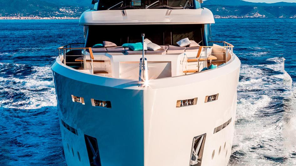 serenity-motor-yacht-mondomarine-2015-42m-prow