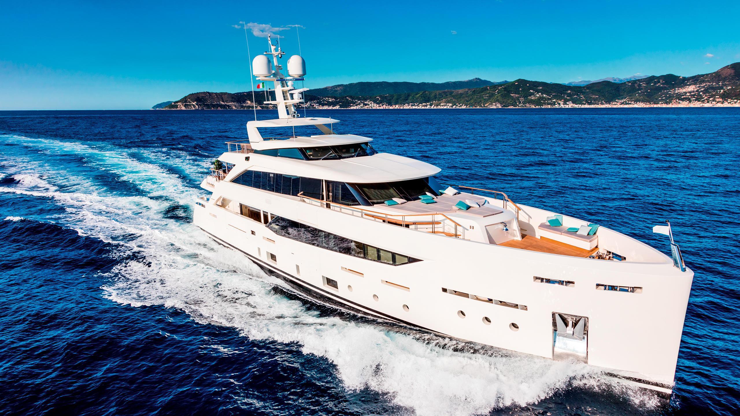 serenity-motor-yacht-mondomarine-2015-42m-cruising-front-profile