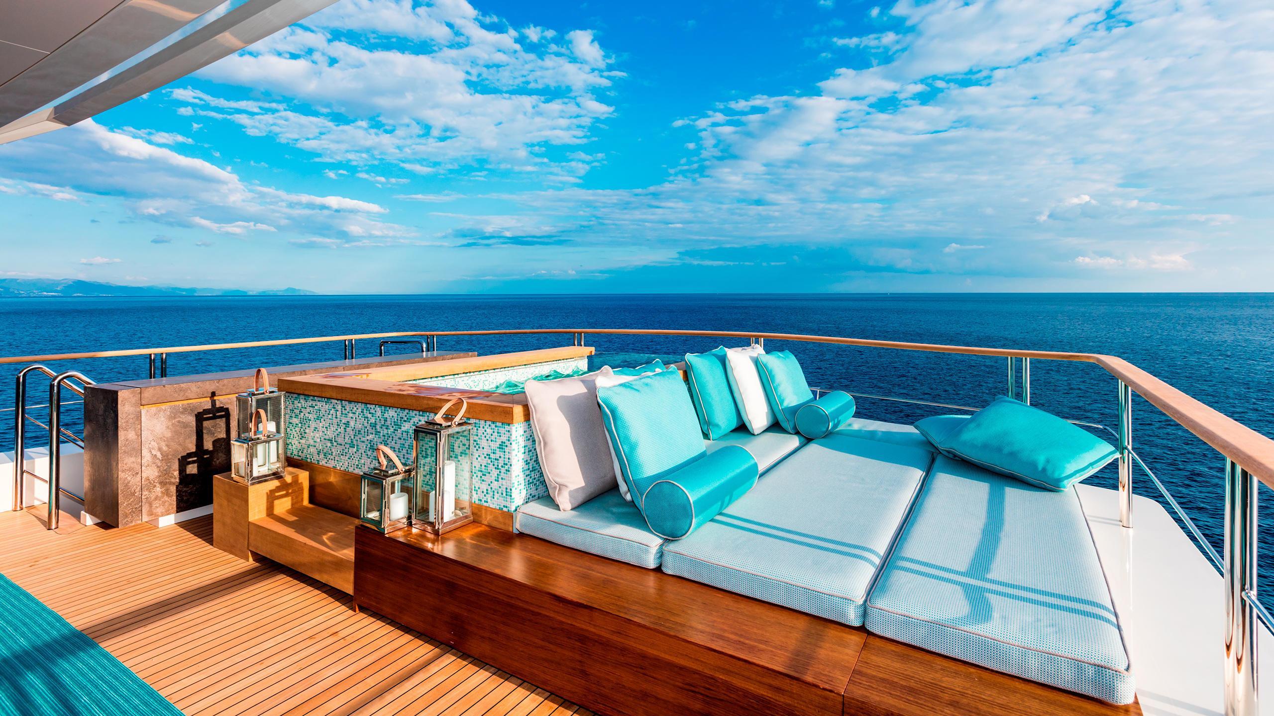 serenity-motor-yacht-mondomarine-2015-42m-sun-deck