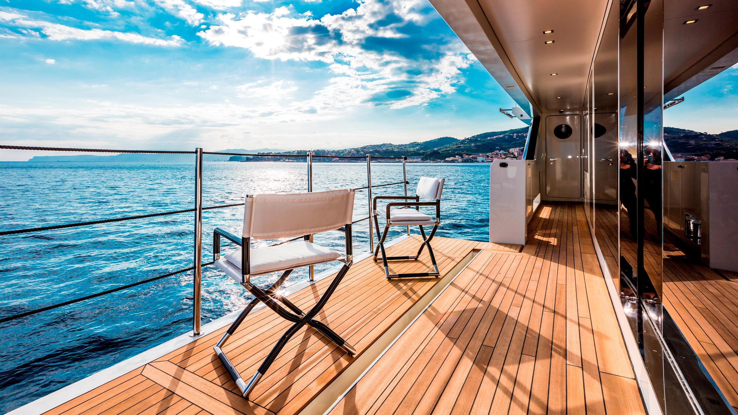 serenity-motor-yacht-mondomarine-2015-42m-balcony