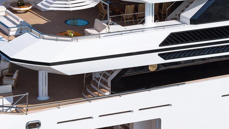 irimari-motor-yacht-sunrise-2015-63m-side-beach-club