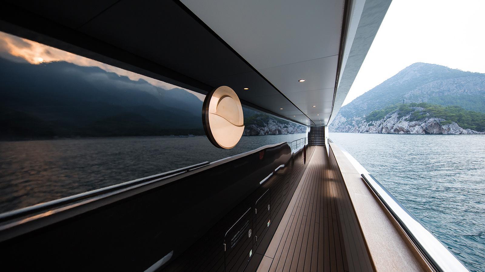 irimari-motor-yacht-sunrise-2015-63m-side-deck