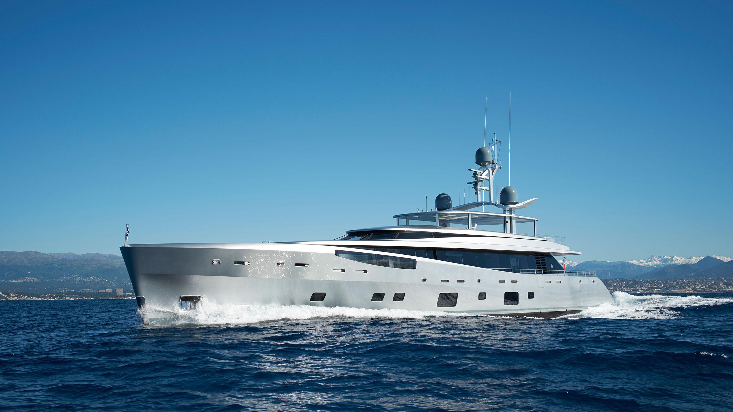 lady-may-motor-yacht-feadship-46m-2014-front-profile-cruising