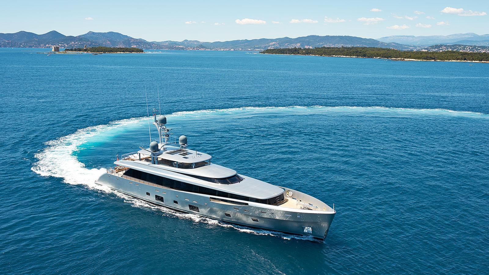 lady-may-motor-yacht-feadship-46m-2014-cruising-turning