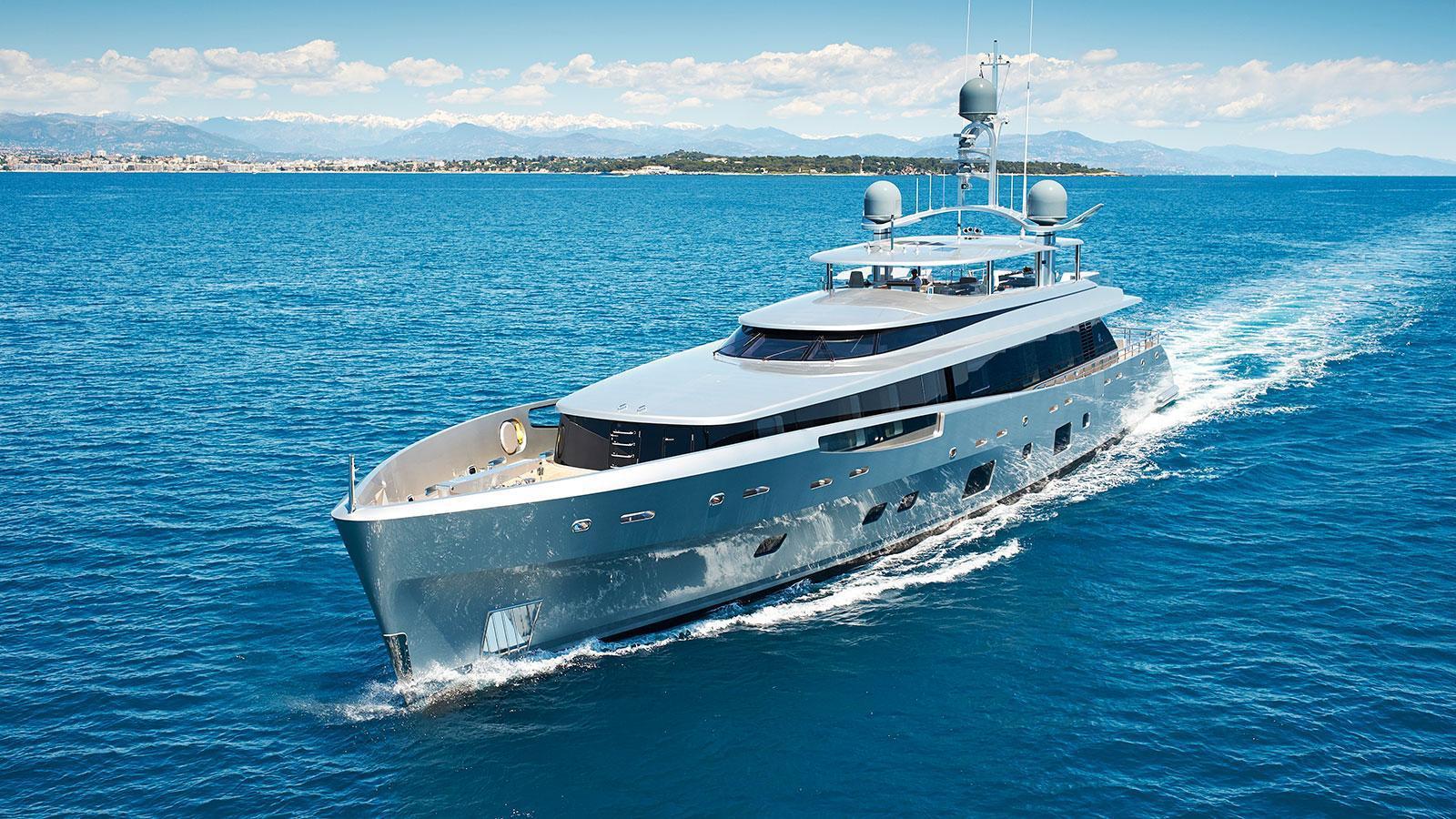 lady-may-motor-yacht-feadship-46m-2014-cruising-bow