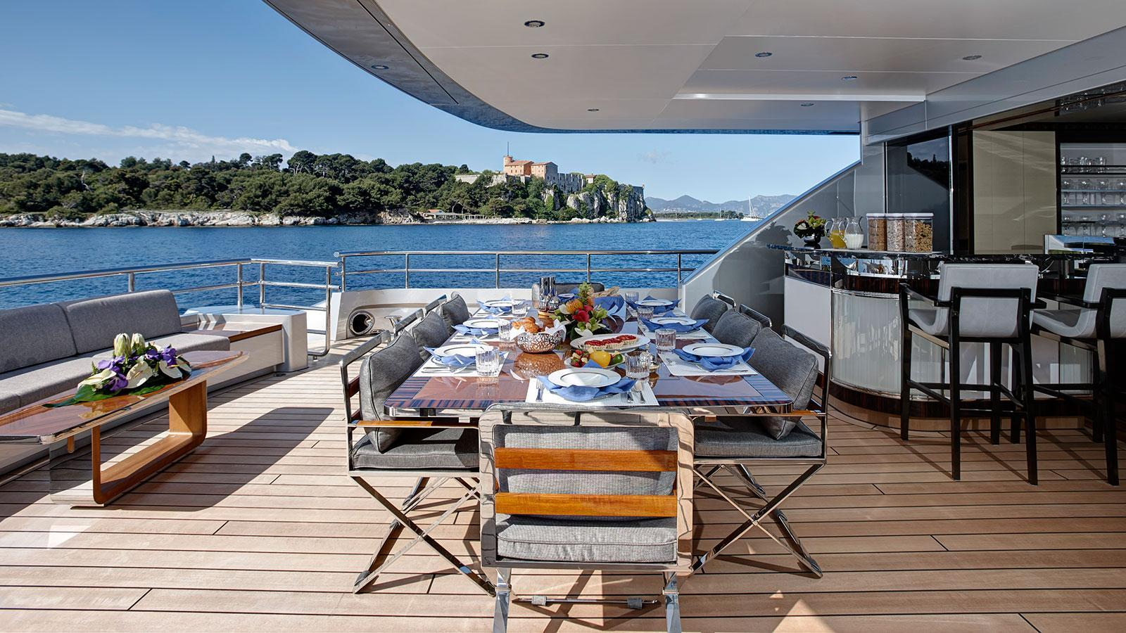 lady-may-motor-yacht-feadship-46m-2014-covered-deck