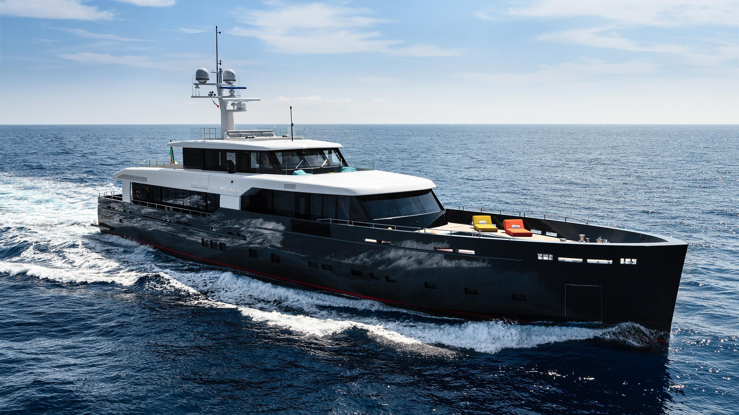 logica-147-motor-yacht-2014-45m-front-profile-cruising