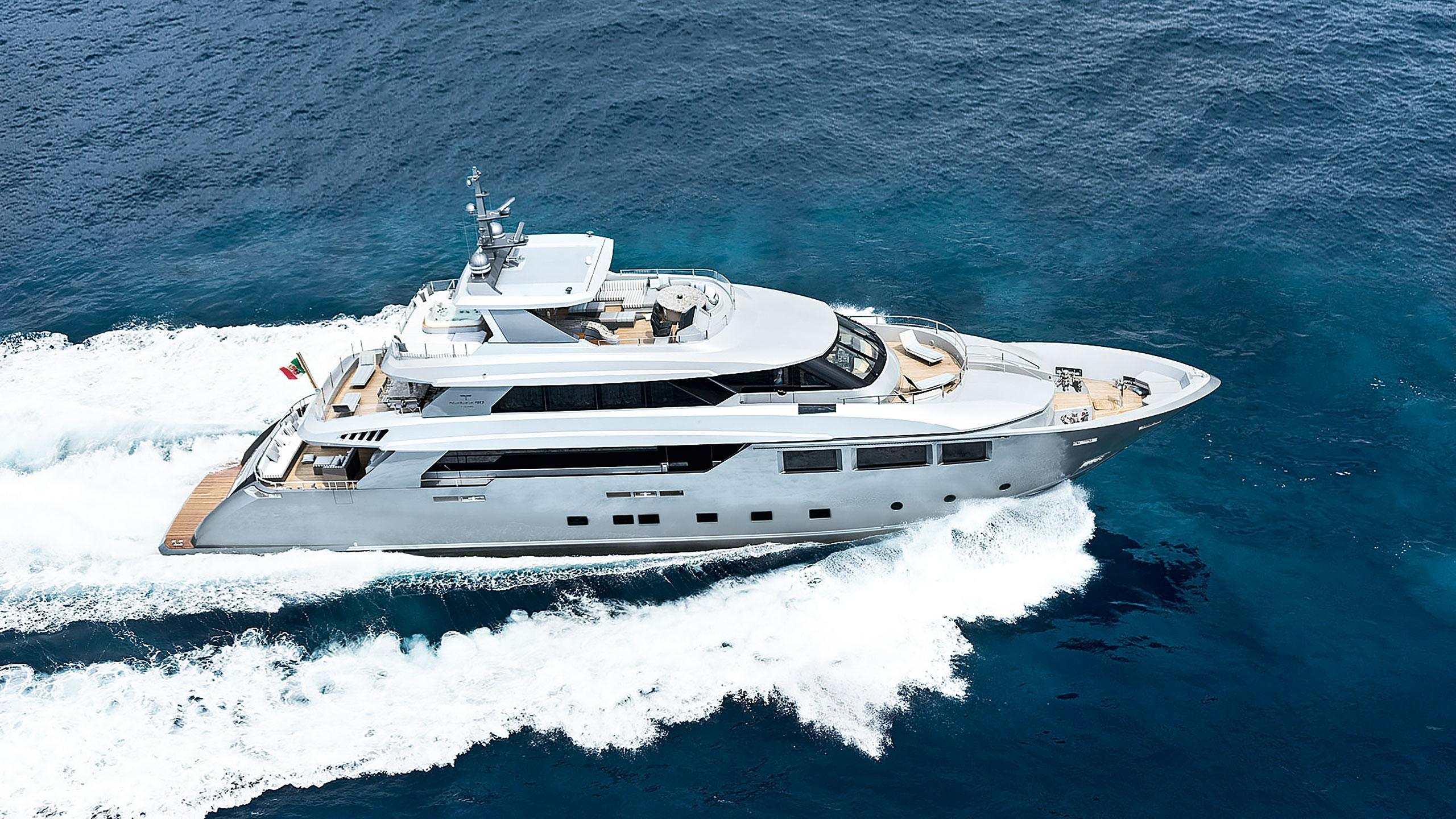 low-profile-motor-yacht-tecnomar-2014-40m-aerial-cruising