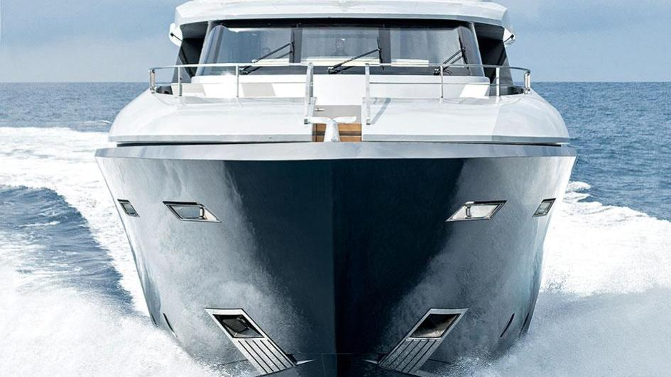 low-profile-motor-yacht-tecnomar-2014-40m-bow