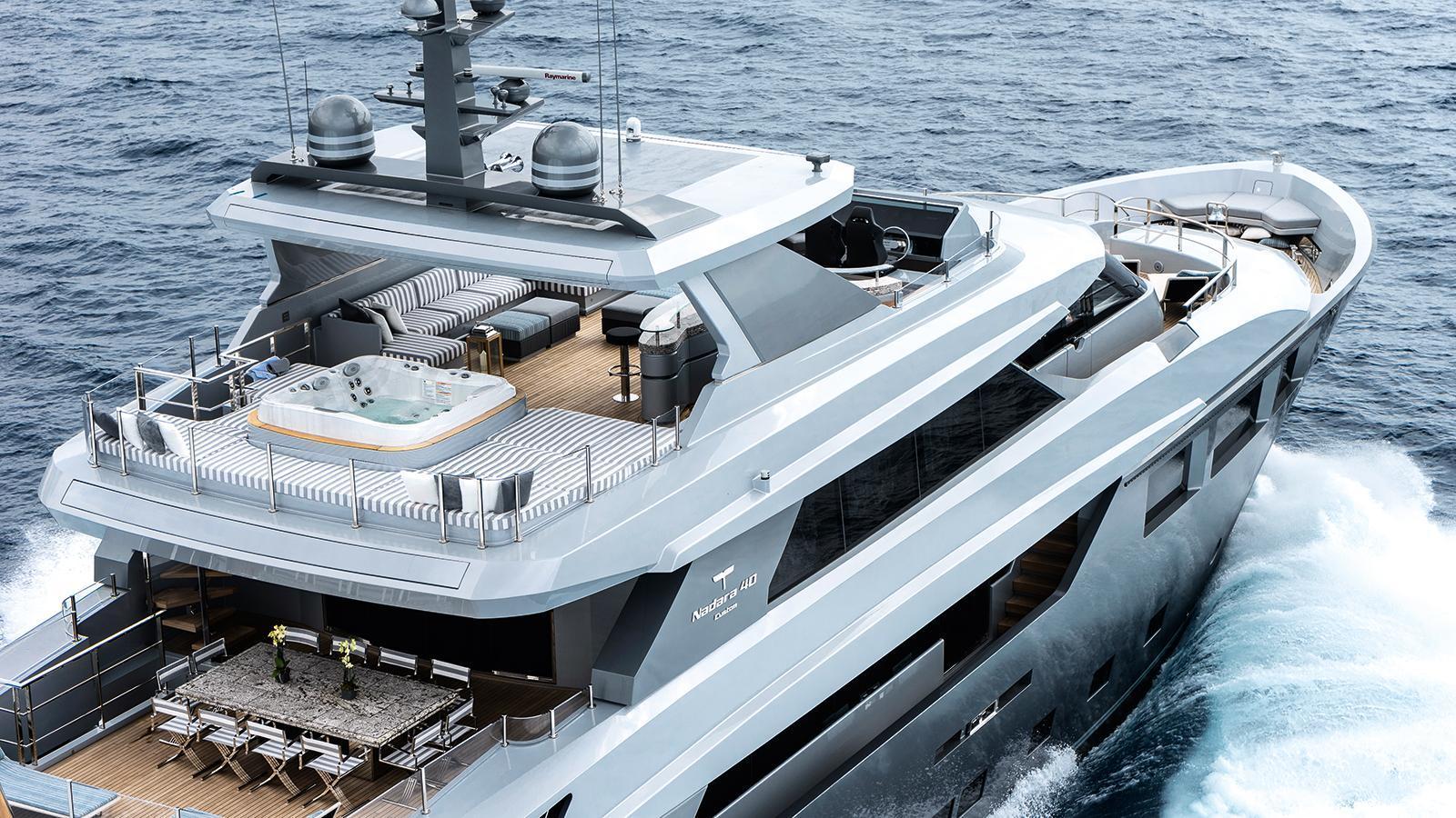 low-profile-motor-yacht-tecnomar-2014-40m-aerial-aft-decks