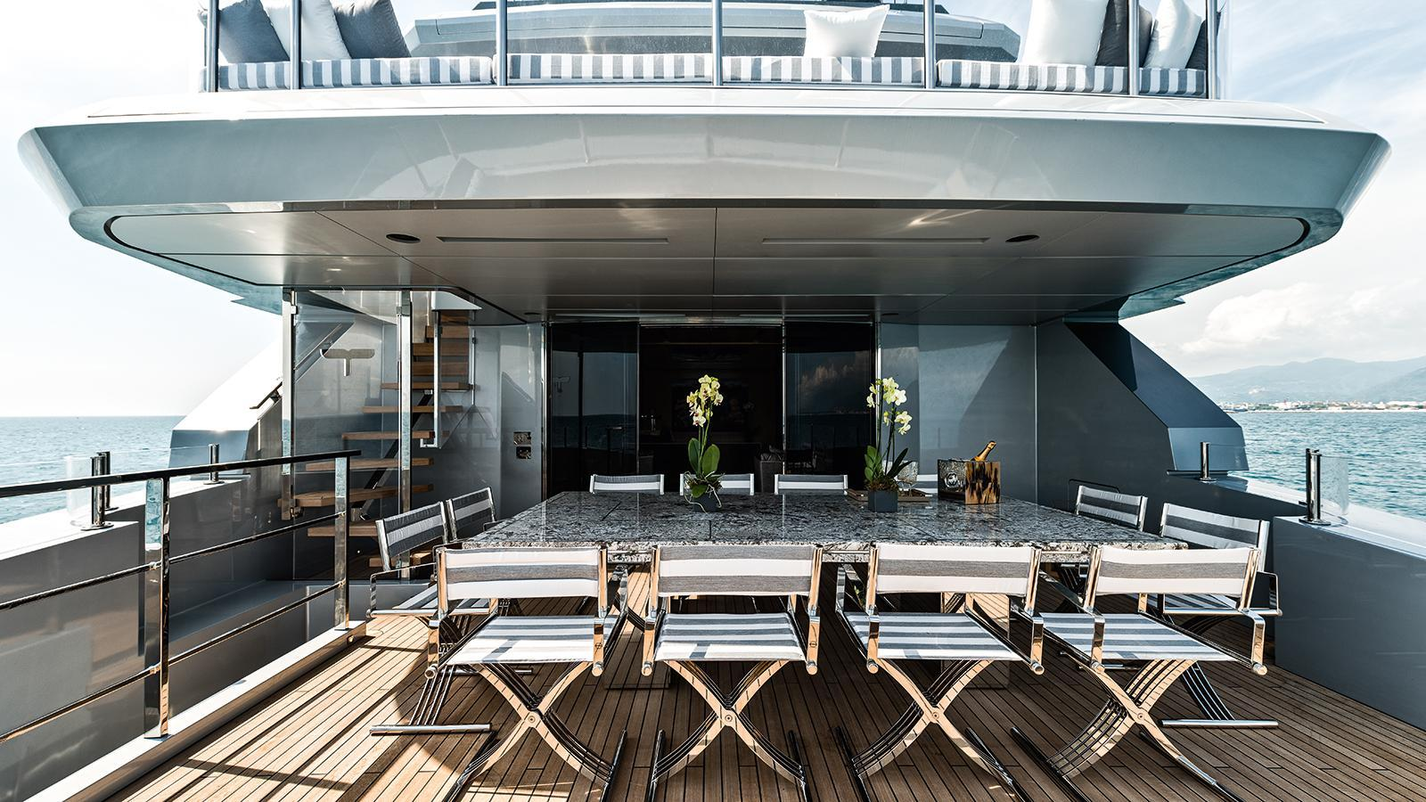 low-profile-motor-yacht-tecnomar-2014-40m-covered-deck