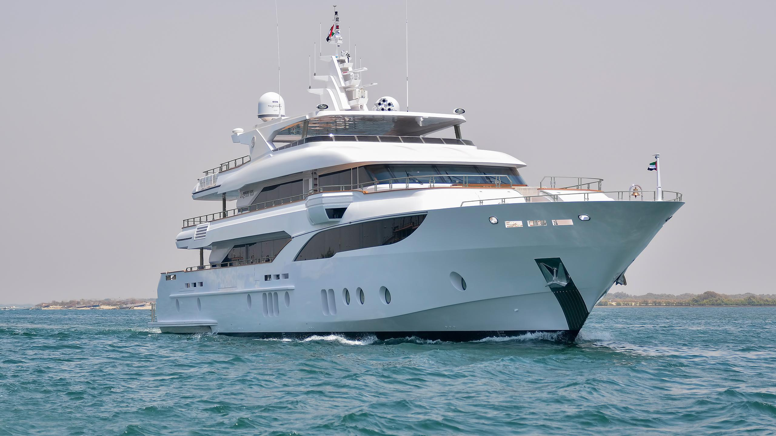 escape-motor-yacht-gulf-craft-2015-47m-front-profile