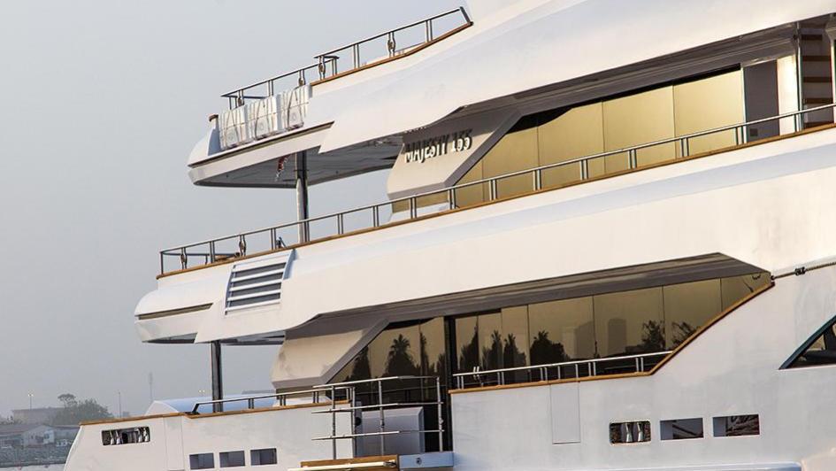 escape-motor-yacht-gulf-craft-2015-47m-side