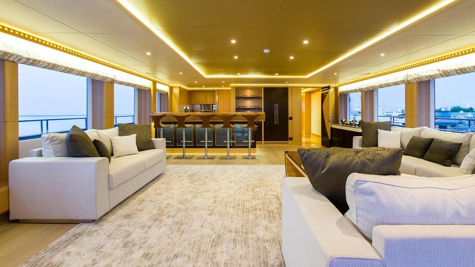 escape-motor-yacht-gulf-craft-2015-47m-saloon
