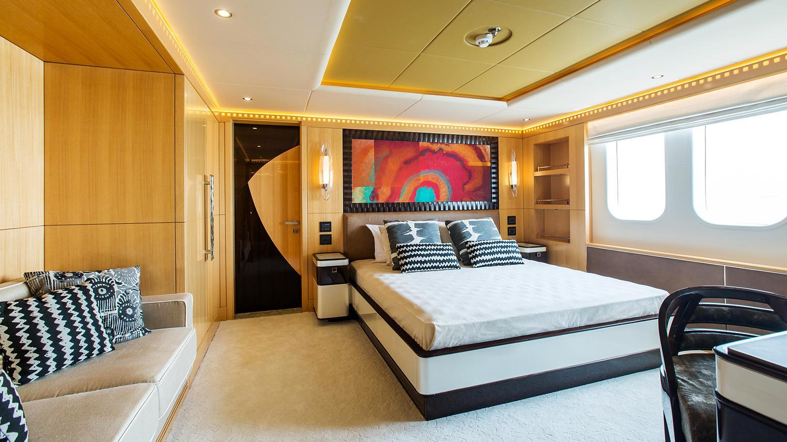 escape-motor-yacht-gulf-craft-2015-47m-guest-double-cabin
