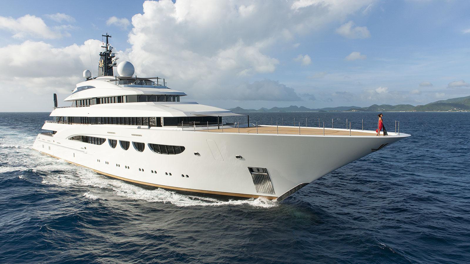 quattroelle-motor-yacht-lurssen-2013-86m-profile-bow