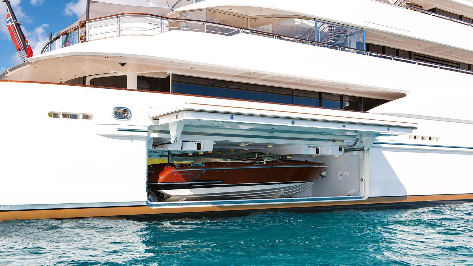 quattroelle-motor-yacht-lurssen-2013-86m-tender-garage
