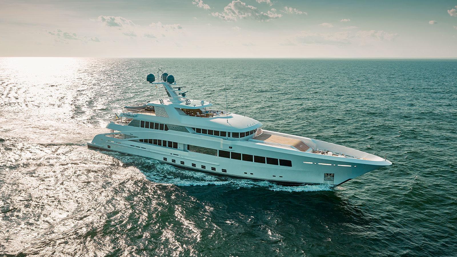 rock-it-motor-yacht-feadship-2014-60m-half-profile