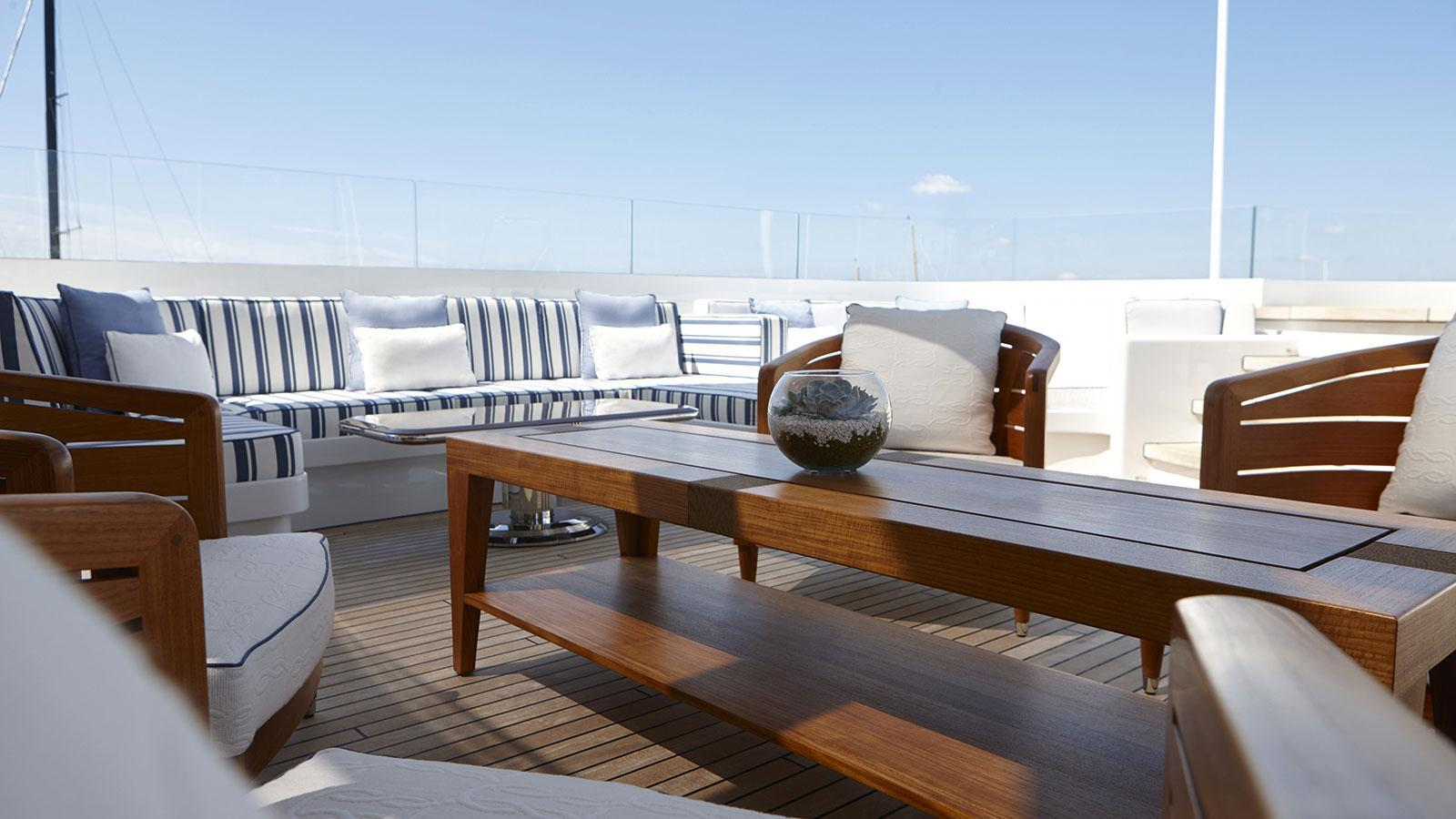 rock-it-motor-yacht-feadship-2014-60m-sundeck-seating