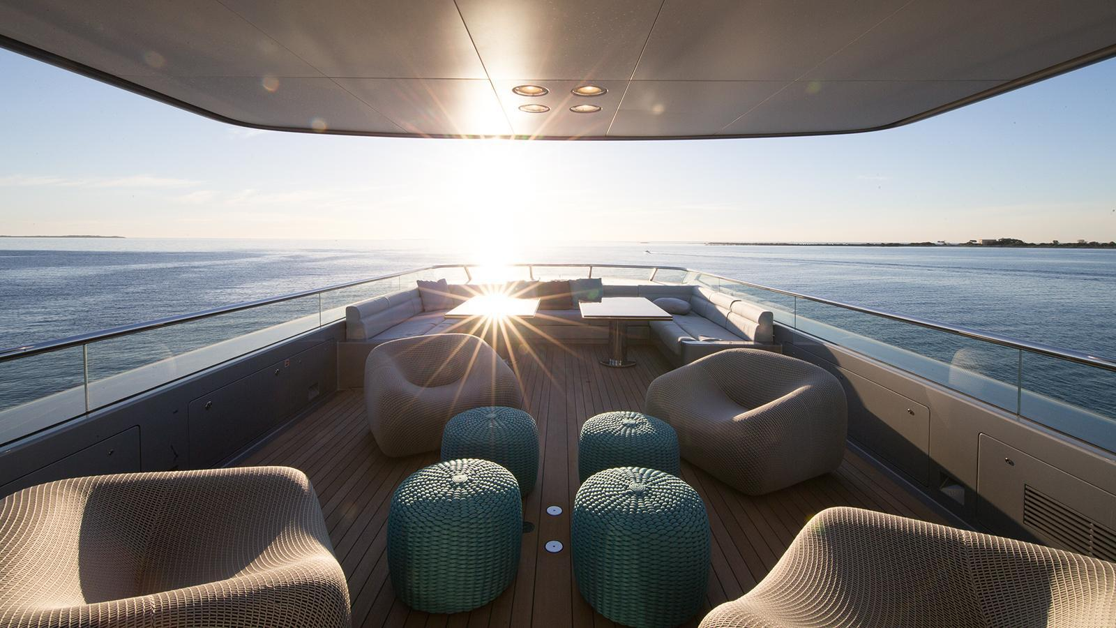 silver-fast-motor-yacht-2015-77m-aft-deck